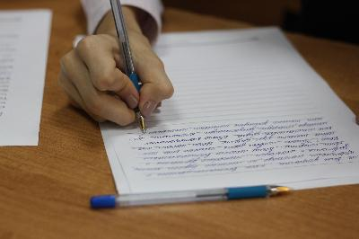 Сроки написания итогового сочинения в 11 классах перенесены, итоговое собеседование в 9 классах пройдет дистанционно