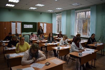 Почти 10 тысяч школьников области написали репетиционный экзамен по математике