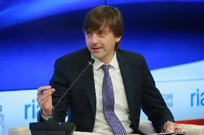 Сергей Кравцов: новых обязательных ЕГЭ, кроме иностранного, пока не будет