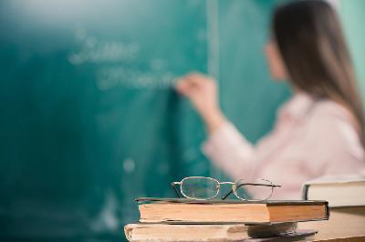 Объявлен конкурс на присуждение премий лучшим учителям Саратовской области за достижения в педагогической деятельности в 2020 году