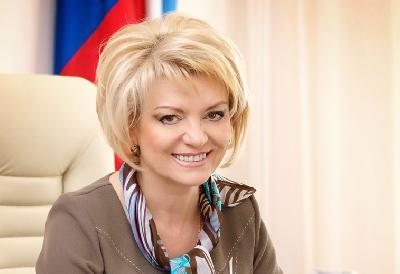 Поздравление министра образования Саратовской области Марины Епифановой с праздником «Последний звонок»